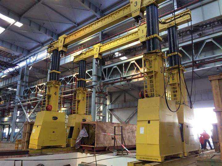 液压龙门吊完成重型机械搬运
